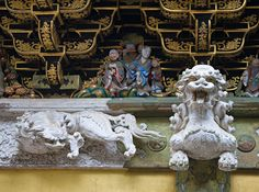 White Lion - Yomeimon Gate, Tosho-gu shrine, Nikko, Japan