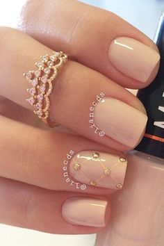 Don't want a standard French manicure for your wedding day? No problem! You're going to fall in love with these totally subtle and gorgeous nail art ideas, from ombre metallics to lace and floral patterns and rose gold geo designs.