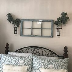 Greenhouse reclaimed salvaged window sashes 8 panes yard decor very cool Window Above Bed, Above Bed Decor, Antique Windows, Antique Doors, Laundry Room Decals, Old Window Projects, Staircase Wall Decor, Farmhouse Windows, Farmhouse Decor