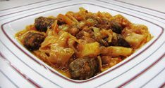 Λαχανιά με λουκάνικα. Η λαχανιά είναι παραδοσιακό πιάτο της θρακιώτικης κουζίνας και ταυτόχρονα ένα πιάτο που μπορεί να ανατρέψει την συνηθισμένη δικαιολογία πως δεν υπάρχει αρκετός χρόνος μέσα στη μέρα για να μαγειρέψουμε.