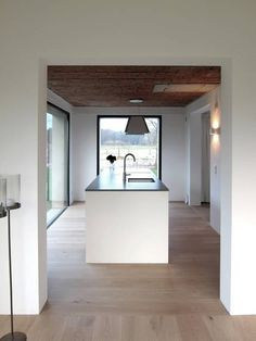 Tibbensteeg Hoonhorst: Minimalistisch Keuken door Tim Versteegh Architect