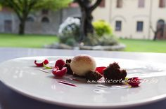 Italian Food and Hospitality Lovers! Plate Art, Chef, Cooking Classes, Italian Recipes, Strawberry, Pudding, Plates, Fruit, Breakfast