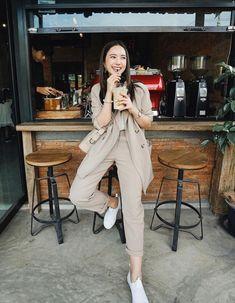 Korean Girl Fashion, Korean Fashion Trends, Ulzzang Fashion, Korean Street Fashion, Fashion Poses, Fashion Photo, Fashion Outfits, Best Photo Poses, Girl Photo Poses