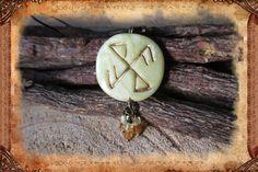 """Porte-clé runique porte-bonheur """"Elskuhjól"""", de couleurs jaune et bronze : Porte clés par freyja-s-faeries"""