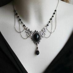 Collier vintage,elfique,médiéval « volubilis » noir aergenté gm