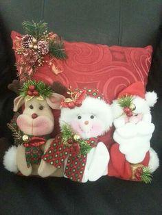 Christmas Stockings, Christmas Wreaths, Christmas Ornaments, Christmas Sewing Projects, Christmas Cushions, Decoupage Paper, Felt Art, Merry Xmas, Christmas Holidays