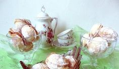 Reteta Rulada de napolitana cu nuca si nuca de cocos - Prajituri Mousse, Sugar Bowl, Bowl Set, Candle Holders, Deserts, Candles, Chocolates, Rome, Porta Velas