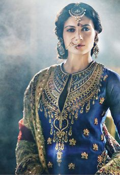 Stunning Indian jewelry and Gorgeous blue embroidered blouse! Indian Look, Indian Ethnic, Indian Wear, Indian Dresses, Indian Outfits, Desi Clothes, Babies Clothes, Babies Stuff, Indian Clothes