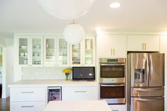A Kitchen In Suburban Detroit Uses Modern Slab Style Cabinets With Traditional Touches To Achieve