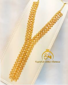 India Jewelry, Gold Jewelry, Jewelry Necklaces, Gold Necklace, Jewellery, Gold Earrings Designs, Necklace Designs, Gold Fashion, Fashion Jewelry