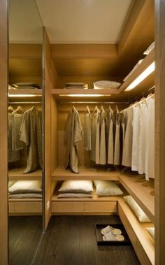 Walk In Closet Ideas - Trying to find some fresh ideas to redesign your closet? See our gallery of leading deluxe walk in closet design ideas and pictures. Small Closet Design, Bedroom Closet Design, Master Bedroom Closet, Wardrobe Design, Closet Designs, Dressing Room Closet, Dressing Room Design, Walk In Closet Small, Flur Design
