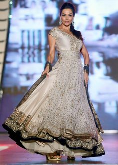 Malaika Arora Khan swished her skirt on the ramp at designer Manish Malhotra's fashion show.