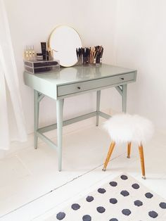 Adorable Makeup Table Idea 112
