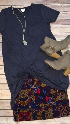 """""""LuLaRoe Carly dress knotted over a Cassie skirt"""" Without the obnoxiously Long shirt tho Casual Outfits, Cute Outfits, Fashion Outfits, Womens Fashion, Elegante Y Chic, The Cardigans, Lookbook, Lula Roe Outfits, Facon"""
