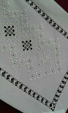 Vintage Set of Madeira Linen Napkins with Hand Done Embroidery Embroidery Designs, Types Of Embroidery, Learn Embroidery, Hand Embroidery Stitches, Embroidery Techniques, Ribbon Embroidery, Cross Stitch Embroidery, Bordado Popular, Drawn Thread