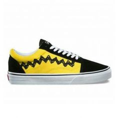 A classic look covered in a new yellow and black color way, the vans old skool black and yellow are a world-famous fashion sign. Vans carry you their classic Old Skool featuring the iconic side stripe with it in durable suede quality leather. Vans Old Skool Gray, Old Skool Black, Gucci Ace Sneakers, Vans Sneakers, Vans Shoes, Online Shopping Shoes, Shoes Online, Black N Yellow, Navy And White