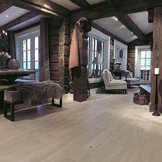 Elsker dette bilde, som jeg føler gir et flott inntrykk av hytta #cottage #cabin #vakrehytteroglandsteder #interior #interior #interior123 #ninterior #123interior #123hytteinspirasjon #mynorwegianhome #maison #charlet #fjellhytte#bonytt #interior4all #homedecor #hytteliv #hytteinteriør #hyttemagasinet #inspirasjonsguidennorge