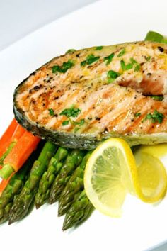 Foods that are good to eat together. Lime Salmon Recipes, Clean Eating, Healthy Eating, Western Food, Heart Healthy Recipes, Nutrition Tips, Meal Planning, The Help, Cooking