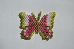 Papillon printanier en brick stitch