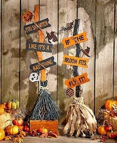 This Halloween Witch& Broom is the perfect accent for the entryway or beside the fireplace. It features natural elements such as grapevine, burlap and raffia alongside spooky accents and a clever phrase. Once trick-or-treat is over, it easily disassembl Halloween Prop, Noche Halloween, Halloween Wood Crafts, Theme Halloween, Halloween School Treats, Adornos Halloween, Halloween Signs, Diy Halloween Decorations, Holidays Halloween