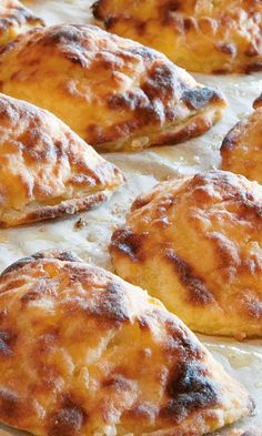 Vatruskat | Maku Bread Recipes, French Toast, Food And Drink, Appetizers, Snacks, Chicken, Meat, Dinner, Cooking