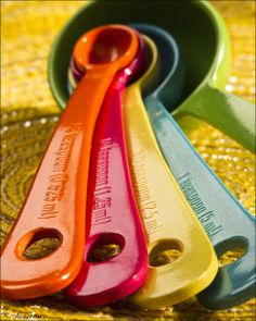 Bamboo Fiber Measuring Spoons to go with my multicolor bowls Must Have Kitchen Gadgets, Kitchen Must Haves, Kitchen Tools And Gadgets, Toy Kitchen, Kitchen Utensils, Kitchen Appliances, Kitchen Things, Apartment Needs, Kitchen Equipment
