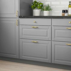 Refacing Kitchen Cabinets, Grey Cabinets, Painting Kitchen Cabinets, Kitchen Cabinets With Drawers, Kitchens With Gray Cabinets, Colored Kitchen Cabinets, Kitchen Cabinet Paint Colors, Ikea Bodbyn Kitchen, Grey Painted Kitchen