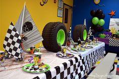 The glamorous Nestling: Monster Truck Party :: Reveal! Festa Monster Truck, Monster Trucks, Monster Truck Birthday, Monster Party, Monster Jam, Digger Birthday Parties, Boy Birthday, Birthday Ideas, Cake Birthday
