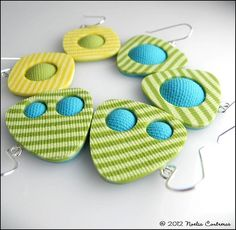 Could do this with retro pixilated backgrounds and complementary coloured textured circles Pendientes Circus
