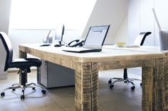 Einen ganz anderen Weg auf dem Recycling-Möbel-Pfad beschreitet die Münsteraner Bauholz design. Altes Holz von Baustellen erhalten hier eine völlig neue Verwendung. Foto: © Bauholz design, Nicola Rehage