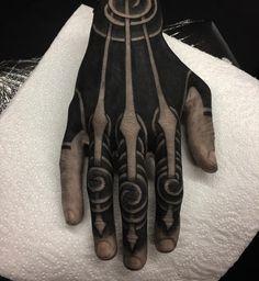 Hand Tattoo by Gakkin Hand Tattoos, Body Art Tattoos, Sleeve Tattoos, Tatoos, Symbole Tattoo, Biomech Tattoo, Blackout Tattoo, Geniale Tattoos, Dark Tattoo