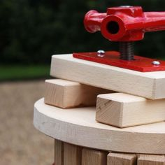 Spindle Grape and Fruit Press 12L - a fruit press made from high-quality beech wood.