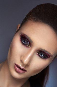 #editorial #beauty #wet #look #makeup #blue #eyes #black #berry #glow #contour #shooting #beauty #portrait #vampireeyes
