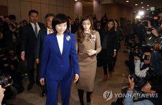 입장하는 조윤선 장관과 김연아