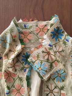 19th C ANTIQUE OTTOMAN SILK HAND EMBROIDERY ON SILK SHIRT w NEEDLE LACE