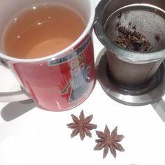 después de comer un té negro con anises es perfecto para mi, digestión ligera y algo de energía para no perder el ritmo. #tea #blacktea #healthylife #ténegro #digestivo #comer #comida #anís #anise #taza #cup #teacup #digestive