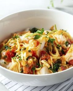 Linguine with Fish. Fish Recipes, Pasta Recipes, Cooking Recipes, I Love Food, Good Food, Healthy Cooking, Healthy Recipes, Linguine, Weird Food