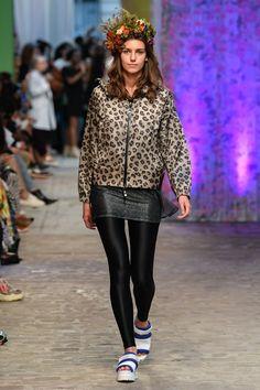 Tatras Prêt-À-Porter Printemps-Été 2020 - Défilé | Vogue Paris Vogue Paris, Fashion Show, Paris Fashion, Order Checks, Paris Shows, Mannequins, How To Introduce Yourself, Layers, Hipster