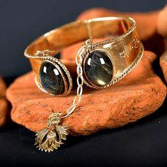 prettyfacesnakedhearts: mystic—-divinity:   Ka Bracelet goldAncient Egyptian Symbol of the Life Force
