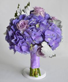 Koska hortensialle ei ollut omaa ketjua niin pakko aloittaa, sillä hortensia on yksi lempikukkiani ja todella kaunis hääkimpussa.Tässä oma pääosin hortensia...