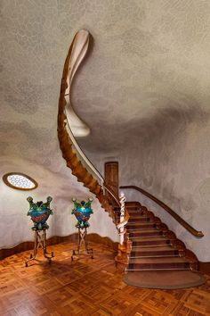 The Batlló House is one of Antoni Gaudi UNESCO World Heritage sites in the Barcelona and sure one of the most visited and photographed buildings in the whole planet. Stairs Architecture, Amazing Architecture, Architecture Details, Organic Architecture, Art Nouveau, Antonio Gaudi, Architectural Photographers, Art Gallery, Stairway To Heaven