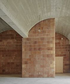 Arched ceilings and terracotta tiled walls. Minimalist Architecture, Minimalist Interior, Architecture Details, Interior Architecture, H Design, Tile Design, House Design, Paint Your House, Best Architects