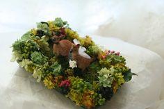 リングピローです。カンガルーは、オーストラリア在住のご友人が送ってくださったものなのだそうです。リングを置く場所もワイルドフラワー(オセアニア系の花)を使...