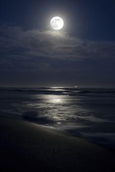 ˚November at Burkes Beach - Hilton Head Island, South Carolina Moonlight Photography, Moon Photography, Beautiful Moon, Beautiful Beaches, Beach Night, Ocean At Night, Moon Pictures, Dark Wallpaper, Moon Art