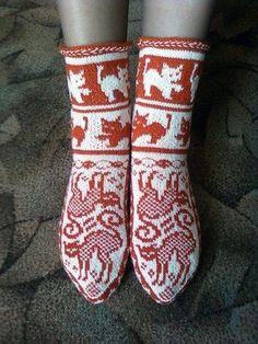 ВЯЗАНИЕ РУКОДЕЛИЕ   ВКонтакте Crochet Baby Shoes, Crochet Slippers, Crochet Cross, Knit Crochet, Knitting Socks, Baby Knitting, Bed Socks, Happy Socks, Knitting Patterns