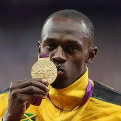 Usain Bolt contraint de rendre sa médaille Olympique  Lire la suite sur www.trace2babi.net  #Usain #Bolt #100m #Medaille #Or #Jamaïque #Pekin2008 #pekin
