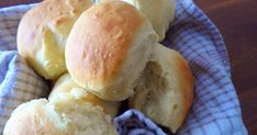 Homemade rolls ready in 30 minutes, what do you think? I have the recipe … - Recipes Easy & Healthy Easy Healthy Recipes, Easy Meals, Pizza Sandwich, Homemade Rolls, Beignets, Thinking Of You, Recipies, Good Food, Food And Drink