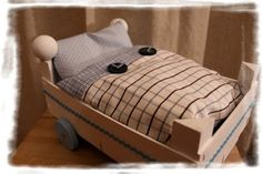 With needle and thread: doll& bed homemade - With needle and thread: doll& bed homemade - Diy Furniture Tv Stand, Doll Furniture, Baby Doll Nursery, Baby Dolls, Crafts For Girls, Diy For Kids, Barbie House, Button Crafts, Kids And Parenting