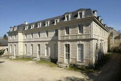 """Montreuil-Bellay, Prieuré dit """"des Nobis"""", bâtiments conventuels réédifiés vers 1710-1720 pour les moines bénédictins de l'ordre de Saint Maur."""