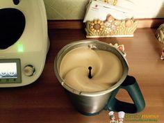 Espresso freddo Bimby, la golosa crema di caffè che prendiamo al bar la possiamo fare facilmente in casa! Ingredienti: 200 gr di latte congelato, 50 gr...